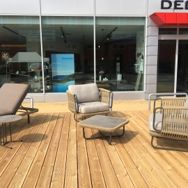 Varaschin Outdoor Therapy před showroomem Decoland